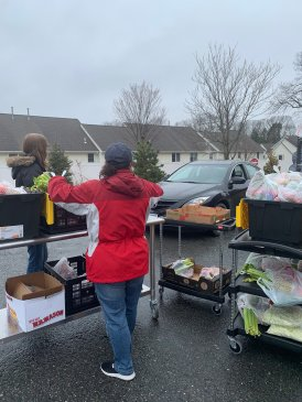 Curbside pickup at Billerica Public Schools (MA), where parents and students can pick up healthy school meals.