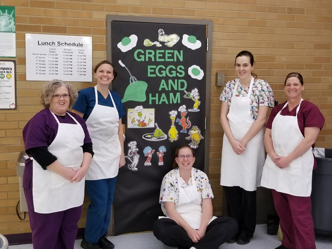 School Kitchen and Cafeteria Managers Awarded for Performance